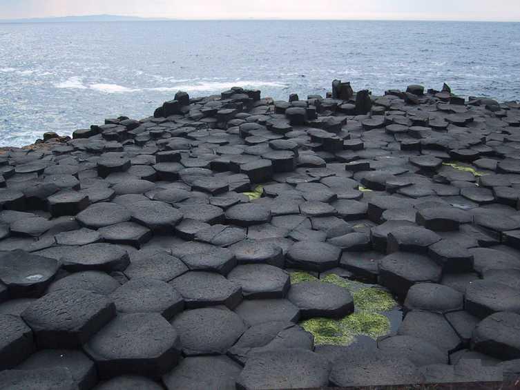 [Imagem: lrg-1129-giantscauseway-ireland-basalt-columns.jpg]